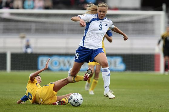 LAURA ÖSTERBERG KALMARI OF FINLAND (WHITE) AND LYUDMULA PEKUR OF UKRAINE DURING UEFA WOMEN?S EURO 2009 MATCH FINLAND-UKRAINE AT OLYMPIC STADIUM IN HELSINKI FINLAD 29. AUGUST 2009. HALF TIME SCORE 0-0. Photo: Matti Raivio/EASTPRESS