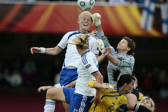 ANNICA SJÖLUND (ABOVE) AND LAURA ÖSTERBERG KALMARI OF FINLAND (WHITE) AND IRYNA ZVARYCH (GK) AND OLENA MAZURENKO OF UKRAINE DURING UEFA WOMEN