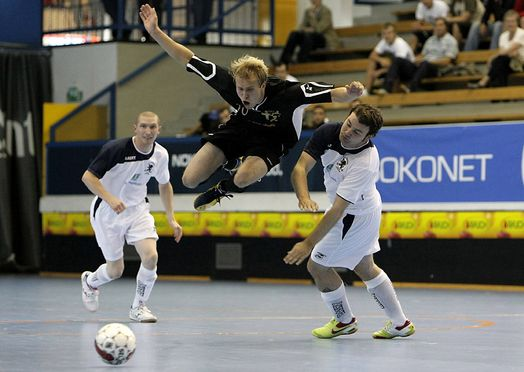 HENRIK HENRIKSSON FROM GFT (BLACK, FLYING) AND ANDREW ROSS MCREGOR (RIGHT) AND MATTHEWW BRAND DURING UEFA FUTSAL CUP MATCH GOLDEN FUTSAL TEAM, FINLAND- FAIR CITY SANTOS, SCOTLAND AT TAPIOLA SPORT HALL IN ESPOO FINLAND 20. AUGUST 2009. GFT WON GAME 6-2 (2-0) Photo: Matti Raivio/EASTPRESS