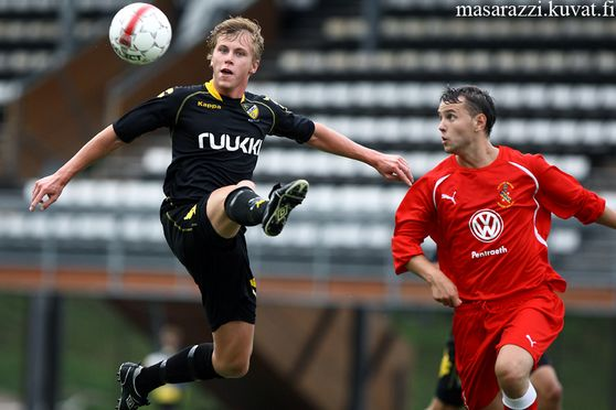 RASMUS SCHULLER OF HONKA (LEFT) AND MICHAEL JOHNSTON OF BANGOR DURING UEFA EUROPA LEAGUE MATCH FC HONKA-BANGOR CITY AT ISS STADIUM IN VANTAA FINLAND 15. JULY 2010..PHOTO: Matti Raivio